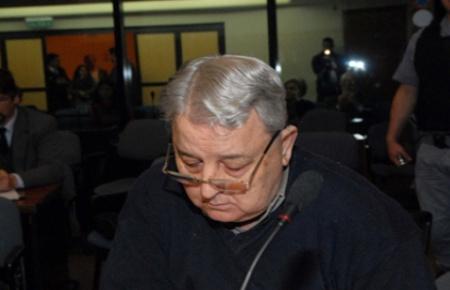 Vergez, en el juicio con una foto de Macri y Awada