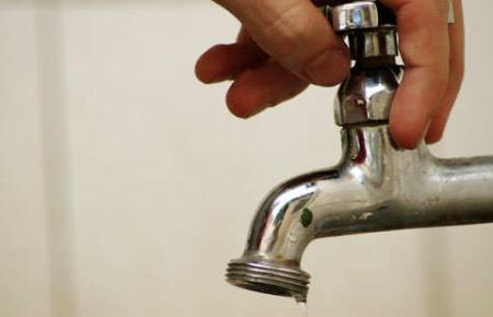 El municipio pretende elevar el mínimo que cobra por el servicio de agua