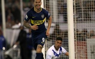 Boca goleó a Vélez y se afirma en la punta