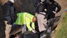 Pico: motociclista cayó a un desagüe y falleció